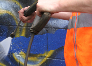 Anti graffiti paint pressure washer